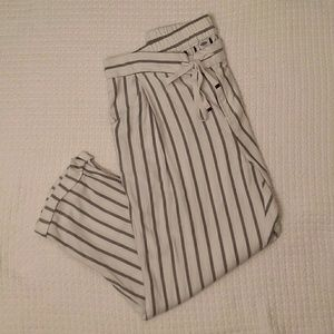 Old Navy womans pants size 8 NWOT